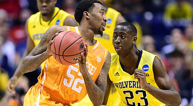 Tennessee's Jordan McRae looks for driving room against Michigan's Caris LeVert. (USATSI)