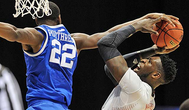 Alex Poythress blocks an attempt by Louisville's Montrezl Harrell. (USATSI)
