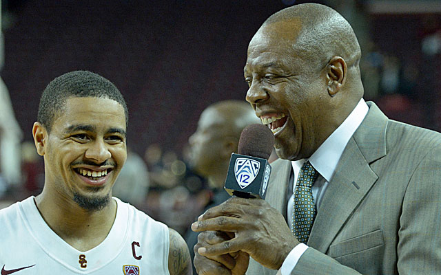 Former Oregon coach Ernie Kent will trade in his microphone and take over at Washington State. (USATSI)