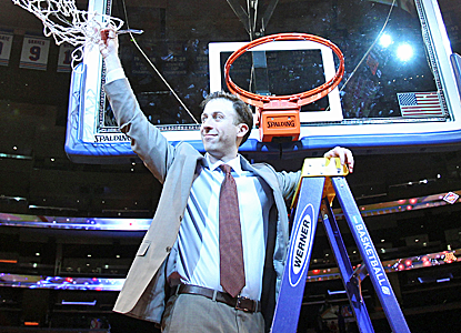 With his dad looking on, Richard Pitino leads his Minnesota Gophers to the NIT title over SMU.   (USATSI)