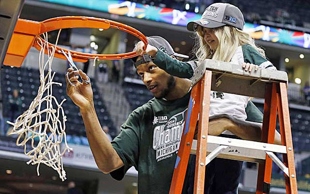 Adreian Payne helps cancer patient Lacey Hollsworth cut down the net at the Big Ten 10 Tournament.   (USATSI)
