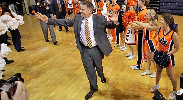 Bruce Pearl can't talk to recruits yet, but he's still making a mark at Auburn. (Twitter)