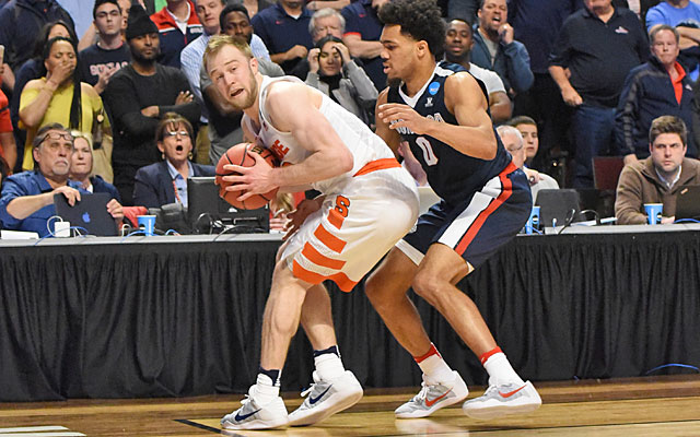 Trevor Cooney was called out of bounds on this play but Syracuse responded. (USATSI)
