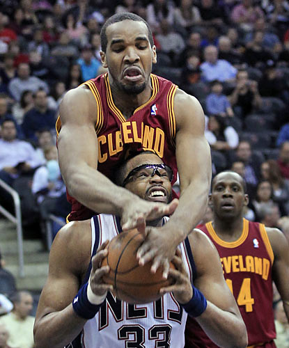 The Cavaliers try to slow down Shelden Williams (nine points, 10 boards) and the Nets, but fail in the end. (AP)