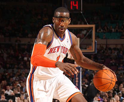 In his MSG debut in a Knicks uniform, Amar'e Stoudamire thrills the Garden faithful with 30 points. (Getty Images)