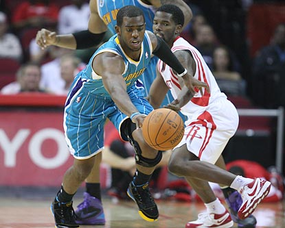 Chris Paul not only flirts with a triple-double, he victimizes Aaron Brooks for one of his four steals.  (US Presswire)