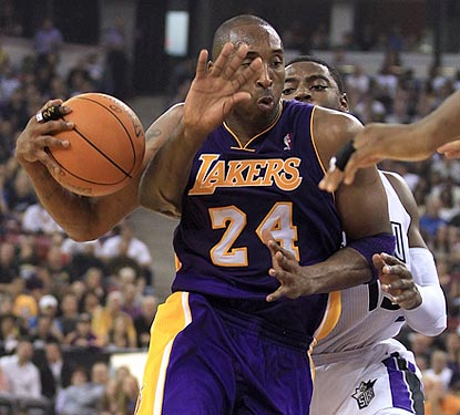 Did Kobe Bryant grow a third hand? No, that's Tyreke Evens futilely trying to defend the 12-time All-Star.  (Getty Images)