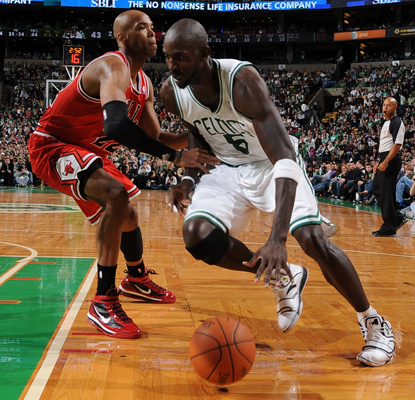 Kevin Garnett's gutsy 16-point, 10-rebound performance helps the Celtics fend off a surging Bulls team in overtime.  (Getty Images)