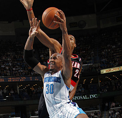 David West contributes with 18 points for the Hornets, who keep their opponent under 90 points again. (Getty Images)