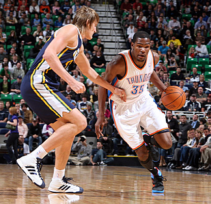 Kevin Durant brings the ball up against the Jazz, on his way to 30 points. (Getty Images)