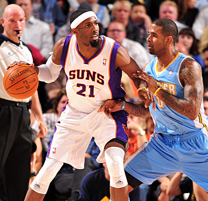 Hakim Warrick leads the Suns' well balanced attack Monday with 21 points off the bench.  (Getty Images)