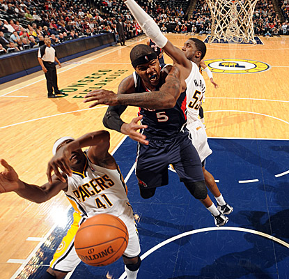 Josh Smith goes off for 25 points, eight boards and seven swats versus the Pacers. (Getty Images)