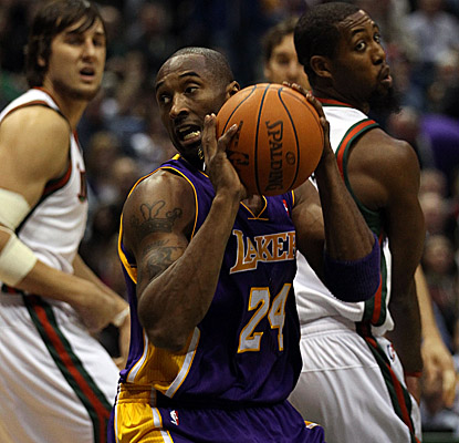 Kobe Bryant turns it on for 31 points in Milwaukee. (Getty Images)