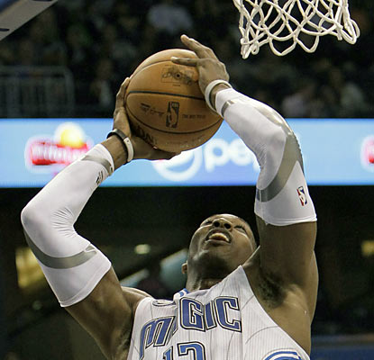 Dwight Howard finishes with 20 points to lead all Magic starters -- who each reach double digits -- in scoring.  (AP)