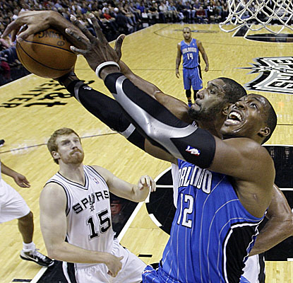 Dwight Howard battles Tim Duncan on his way to 26 points and 18 boards. (AP)