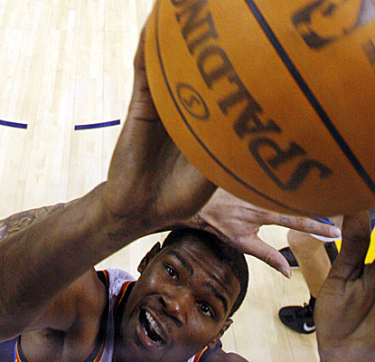 Kevin Durant closes in on another bucket Monday after a two-game injury hiatus. (AP)