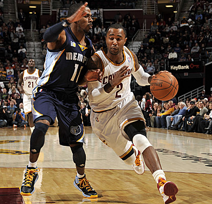 Mo Williams drives inside against Grizz guard Mike Conley. (Getty Images)