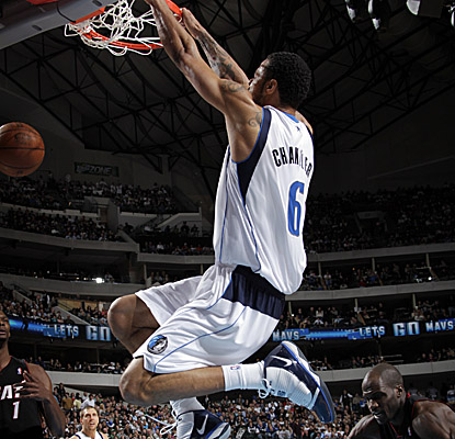 Tyson Chandler comes up big for the Mavs on Saturday, scoring 14 points and grabbing 17 boards. (Getty Images)