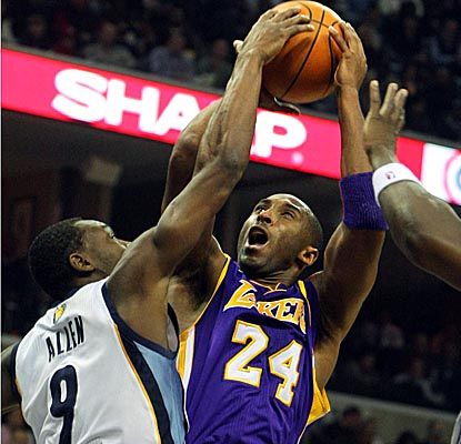 Kobe's game-high 29 points don't help the Lakers pull out a win vs. the Grizzlies on Tuesday. (AP)