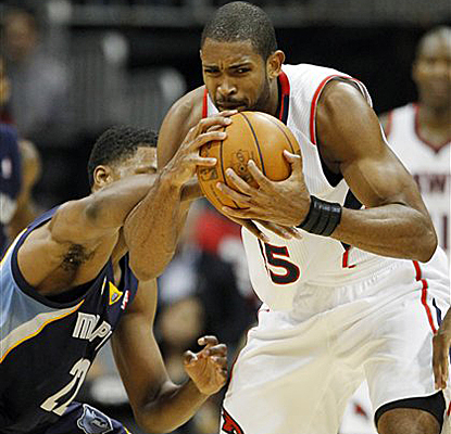Hawks center Al Horford fights with Grizzlies forward Rudy Gay for a loose ball and tallies 20 points. (AP)