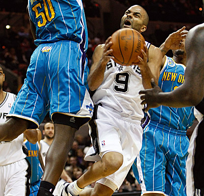 Tony Parker scores 19 points to lead seven Spurs in double-figure scoring Sunday vs. the Hornets.  (Getty Images)