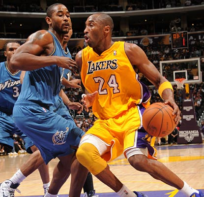 Kobe helps the Lakers hold on to a lead that dwindles by contributing 32 points against the Wolves. (Getty Images)