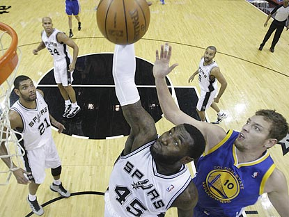 Spurs veterans look on approvingly as DeJuan Blair beats David Lee to a rebound during the first quarter.  (AP)