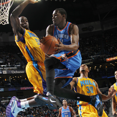 Kevin Durant -- 25 points -- attempts a layup while being guarded by the Hornets' Emeka Okafor. (Getty Images)