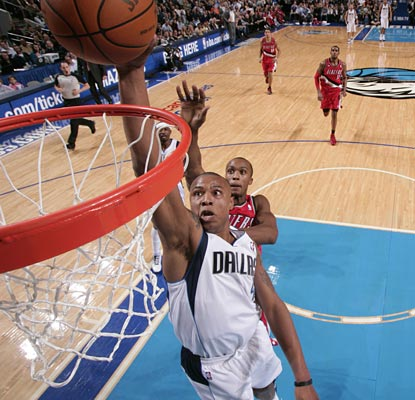 Caron Butler elevates to slam two of his season-high 23 points home as the Mavs win their 13th in 14 games.  (Getty Images)