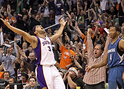 Jared Dudley celebrates during the Suns' 128-122 win against the Timberwolves. (Getty Images)