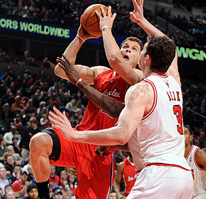 Blake Griffin lifts off for two of his team-high 29 points, which helps L.A. snag a victory in Chicago. (Getty Images)