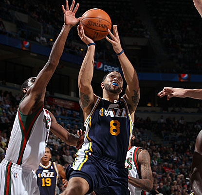 Deron Williams helps the Jazz avoid consecutive losses with a 22-point, 11-assist effort Saturday. (Getty Images)