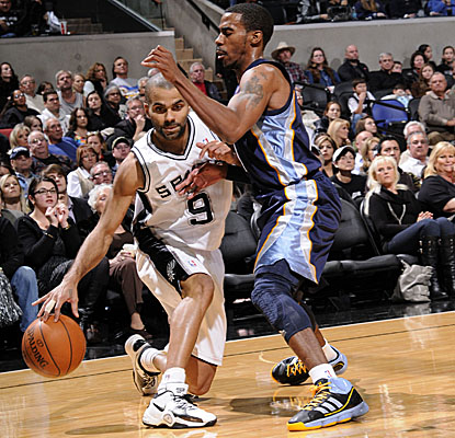 Tony Parker goes off on the Grizz, scoring a game-high 37 points on 15-of-21 shooting for the Spurs.  (Getty Images)