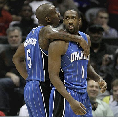 Quentin Richardson (left) tries to bond with mercurial new teammate Gilbert Arenas by keeping him from getting ejected.  (AP)
