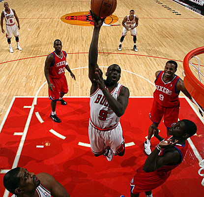 Luol Deng splits four Philadelphia defenders for an easy bucket as the Bulls rout the Sixers on Monday. (Getty Images)