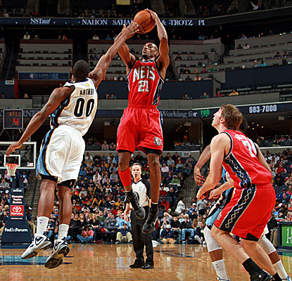 Travis Outlaw elevates for a 15-footer over Memphis defenders as the Nets snag a win on the road. (Getty Images)