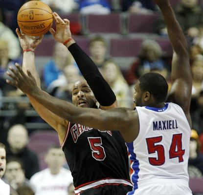 Carlos Boozer passes the ball against Jason Maxiell and ends up leading the Bulls with 31 points to go with 11 rebounds. (AP)