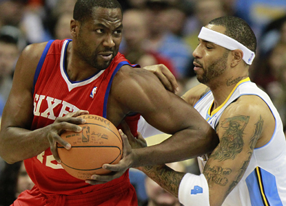 Elton Brand muscles his way around Nuggets forward Kenyon Martin on his way to 16 points and 17 rebounds. (AP)