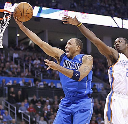 The Mavericks' Shawn Marion soars past the Thunder's Jeff Green for two of his 20 points off the bench. (AP)