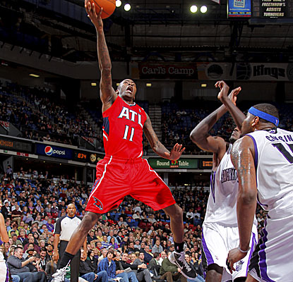 Jamal Crawford goes up for a bucket vs. the Kings and ends up scoring a season-high 31 points. (Getty Images)