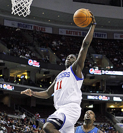 Philadelphia's Jrue Holiday scores two of team-leading 26 points against the Wizards. (AP)