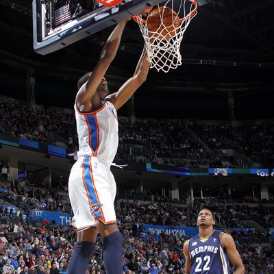 Kevin Durant slams home two of his game-high 40 points to help the Thunder tame the Grizzlies. (Getty Images)