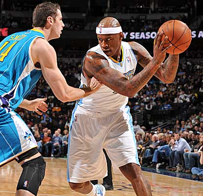 Looking to drive on the Hornets on Sunday, Al Harrington scores 20 points in Denver's home loss. (Getty Images)