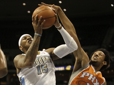 Coming off one of the worst shooting performances of his career, Carmelo Anthony responds with a 28-point effort.  (AP)