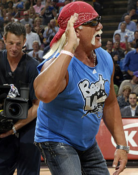 Would Hulk Hogan use Twitter to tweak his opponents? No way. (Getty Images)