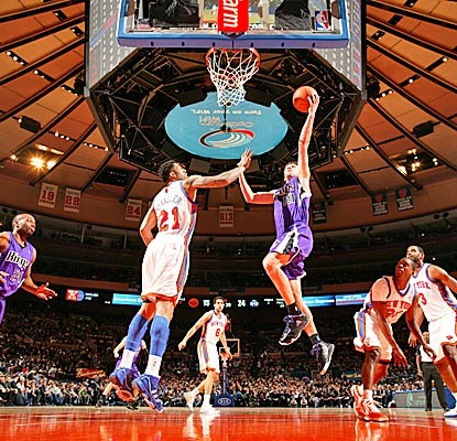 Beno Udrih goes for 2 of his 29 points in the Kings' win, and the Knicks hear boos at home. (Getty Images)