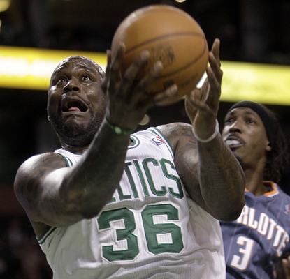 Shaquille O'Neal drives to the hoop as he works toward scoring 23 points in the Celtics' win. (AP)