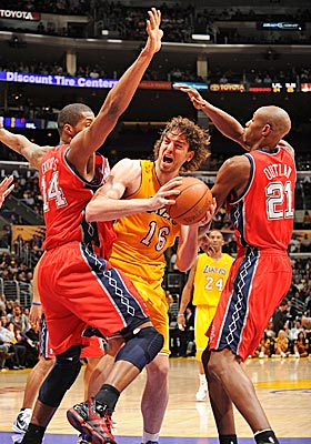 Pau Gasol finishes with 20 points and nine rebounds, and the Lakers win their seventh game in 11 days. (US Presswire)