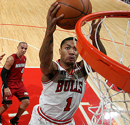 Derrick Rose lays in a bucket, and the Bulls hand the Heat a third straight loss. (Getty Images)