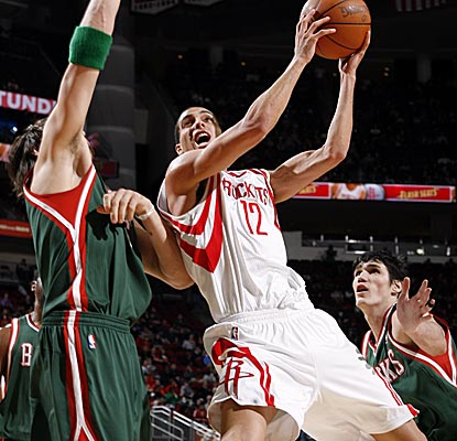 Kevin Martin goes in for the bucket, scoring a game-high 36 points in Houston's win. (Getty Images)
